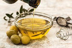 Cómo consumir aceite de oliva para perder grasa de forma natural